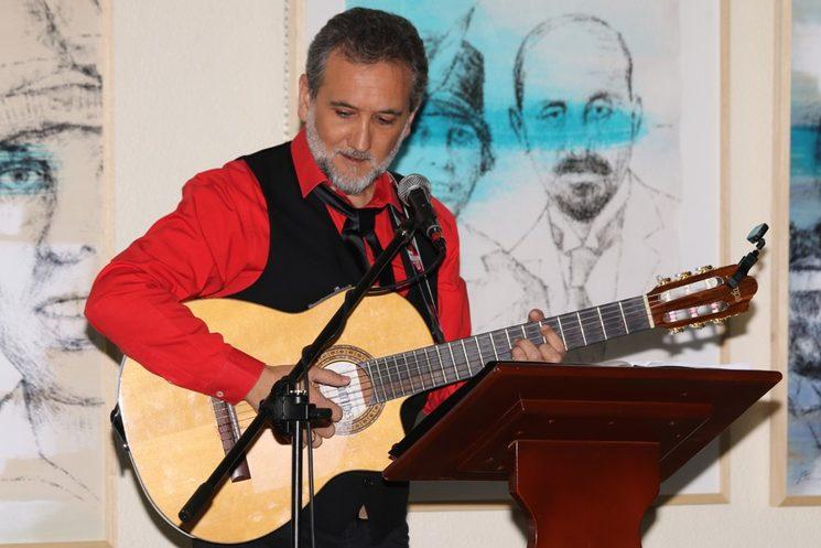 Cantando a Juan Ramón Jiménez.
