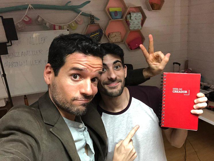 Joan Boluda y José Luis (de Themesis) con una guía del creador :-)