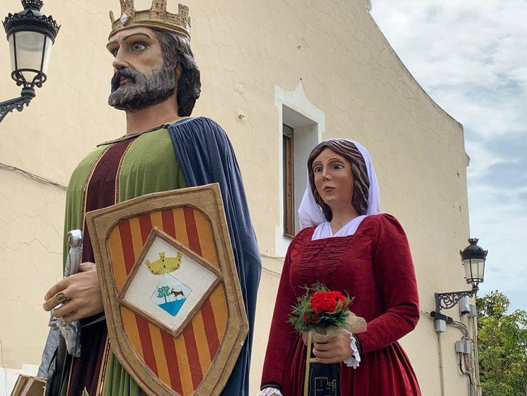 """Els dos gegants de Cabrera de Mar, Pere Joan Ferrer """"*Senyor del castell de Sant Vicenç de Burriac e baró de Mataró i d'altres baronies del Maresme*"""" i la seva esposa Elionor de Sa Riera"""