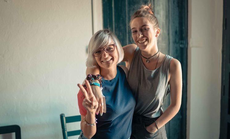 Carola Alonso y Merchi Antúnez, equipo de producción.