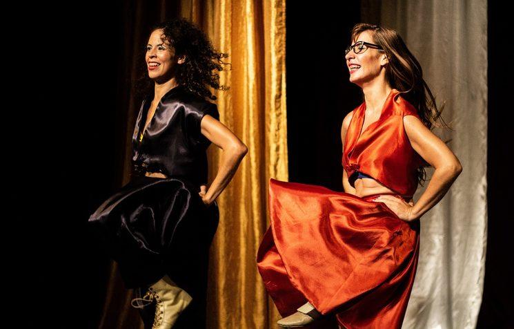 Osleyda Perez y Yarumi Gonzalez en Tropical, La Obra