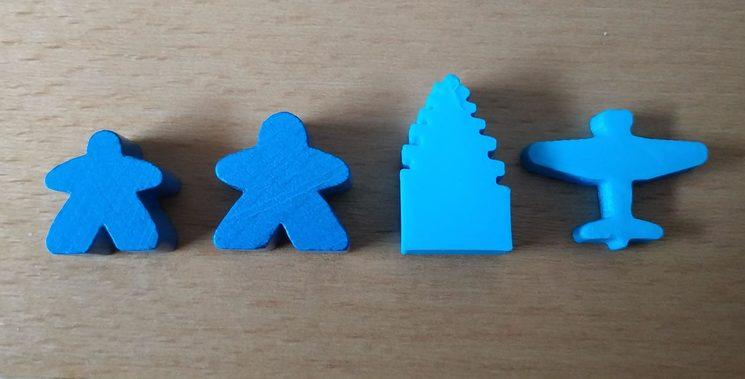 Y aquí están los meeples especiales de los juegos en comparación con meeples normales.