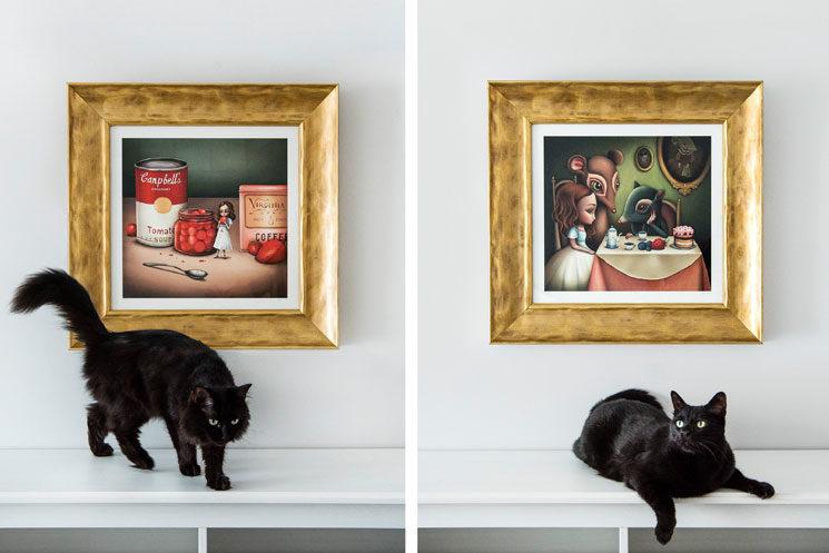 RED DAWN y LA CENA. No incluye el marco ni el gato. Es sólo una sugerencia de presentación.
