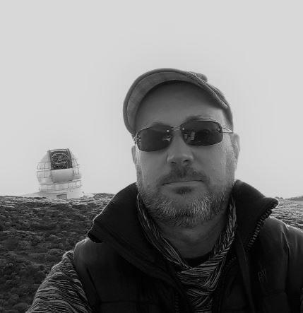 Aquí podéis verme en las cumbres de La Palma junto al telescopio mayor del mundo