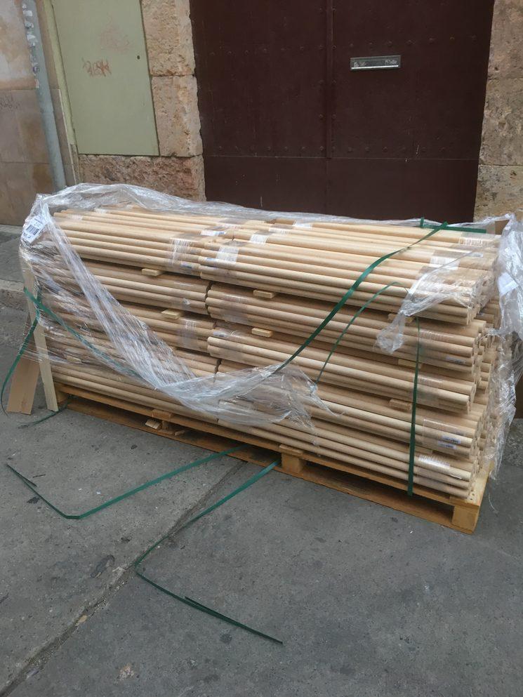 Nos han llegado dos palets como estos de varillas de madera :-O
