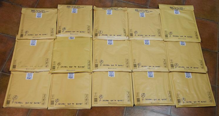 Aquí podéis ver los dieciséis paquetes enviados a las protagonistas, amistades y familiares.