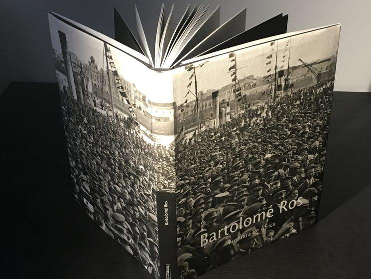 """Libro de edición limitada """"Frontera de África"""", editado por La Fábrica y Rosa Ros, con fotos de Bartolomé Ros."""