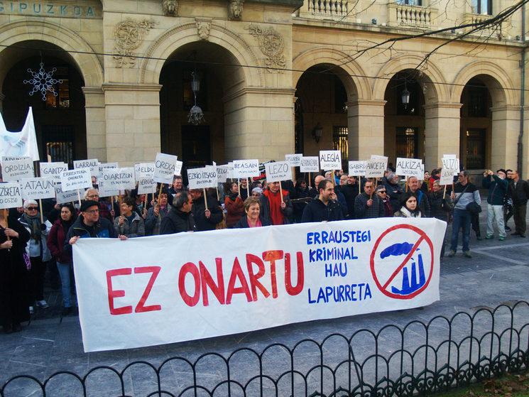 Ehunka protesta egin ditugu azken 17 urteotan.