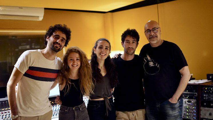 De izquierda a derecha: Martín Laportilla, Glòria Maurel, Carolina Alabau, Adri González, Luis Robisco