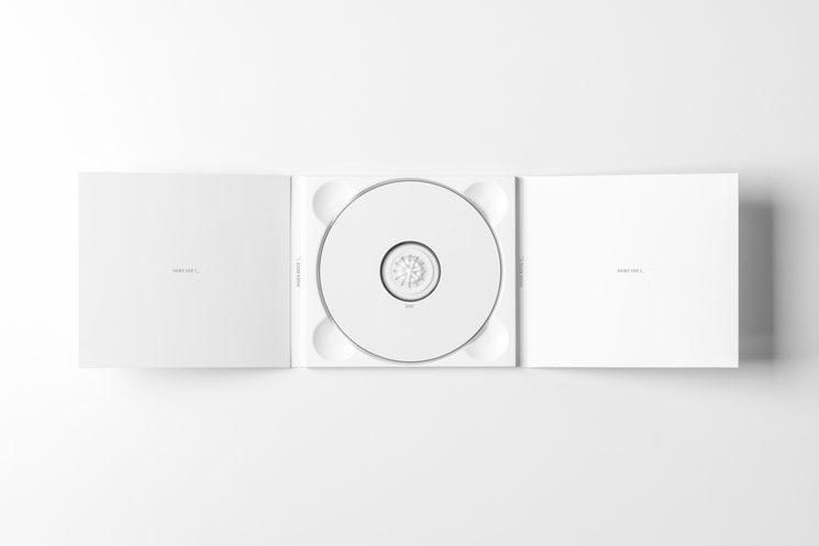 Este no es el diseño. Además, el CD llevará un libreto.