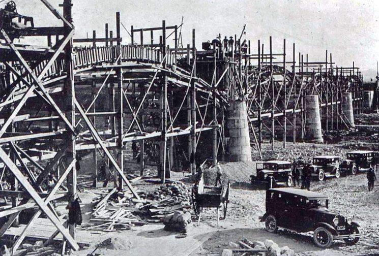 Construcció del pont sobre el riu Albaida