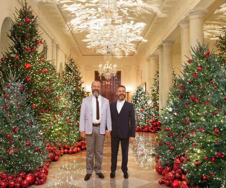 Nos hemos venido a la White House para darle empaque al momento.