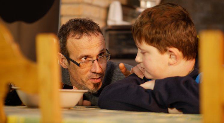 Una de las escenas. El padre y el hijo pequeño
