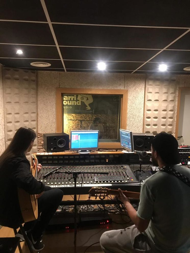 Antonio Clavería y Carlos Salado en el estudio de grabación de Grupo IDEX.