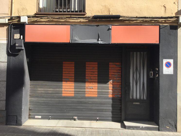 Este es nuestro actual local aun cerrado....nos ayudas a subir la persiana?