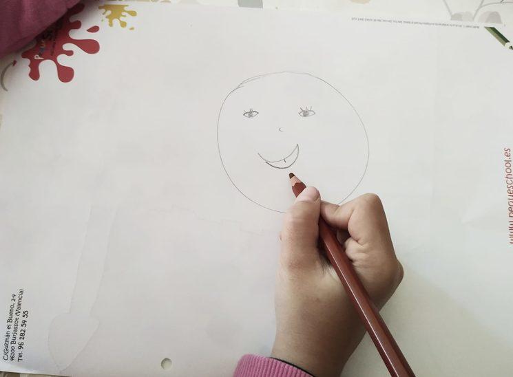 Adriana será la ayudante de Isabel para hacer el diseño de vuestros marcapáginas. ¡Es toda una artista!