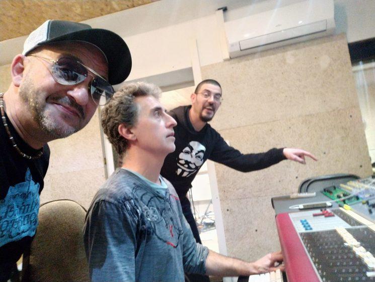 Bonete y Paco con el técnico de sonido Climent.