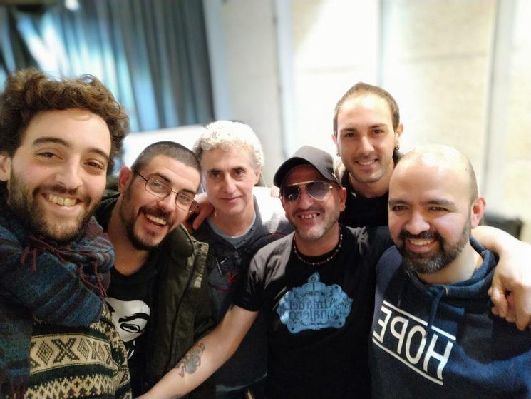 Dani Arias (gracias por tu ayuda amigo), Bonete, Climent (técnico de sonido), Paco, Álex y Rafa en una de las primeras sesiones de grabación.