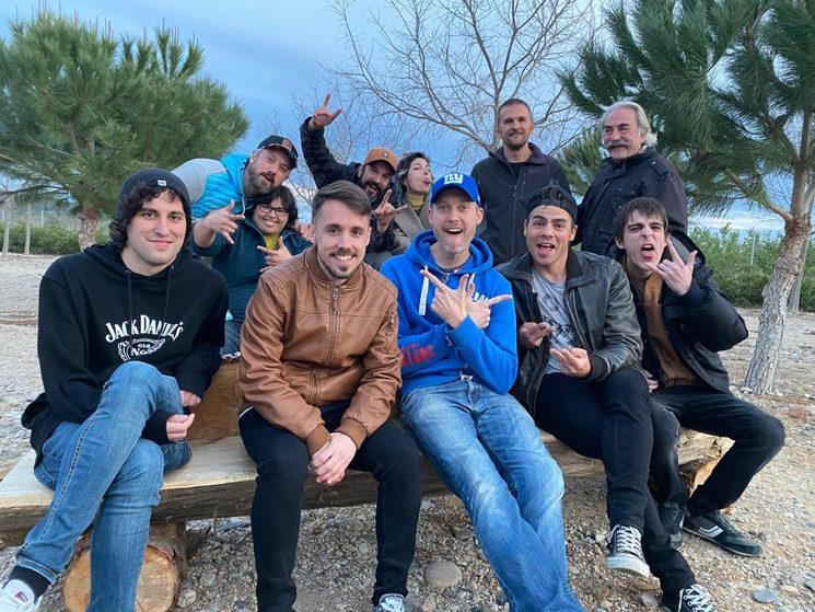 Foto con todo el equipo de rodaje del nuevo videoclip que verá la luz gracias al verkami