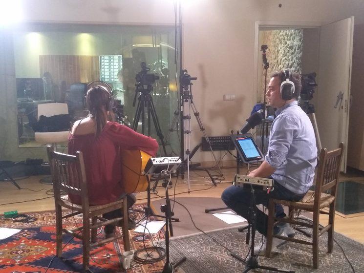 Enregistrant un directe a La Casa Murada per a TV3.