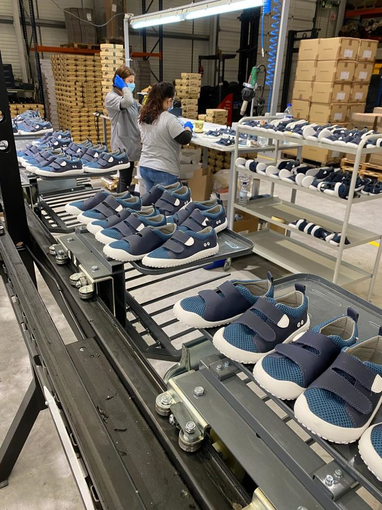 Las F-ROCker Olocau color azul en la línea de producción FEROZ