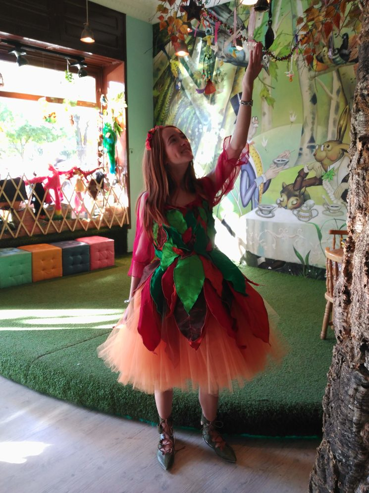el hada de los chupetes tiene un vestido que encargamos a Rebeca, que trabajaba con nosotros mientras estudiaba diseño de moda