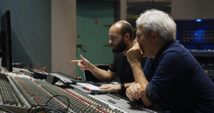 Pello y Victor trabajando en el estudio de ELKAR.