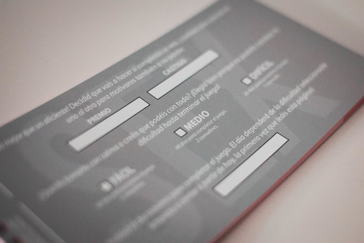 Página de elección de nivel, premios y castigos. El diseño final podría diferir del que se aprecia en este prototipo