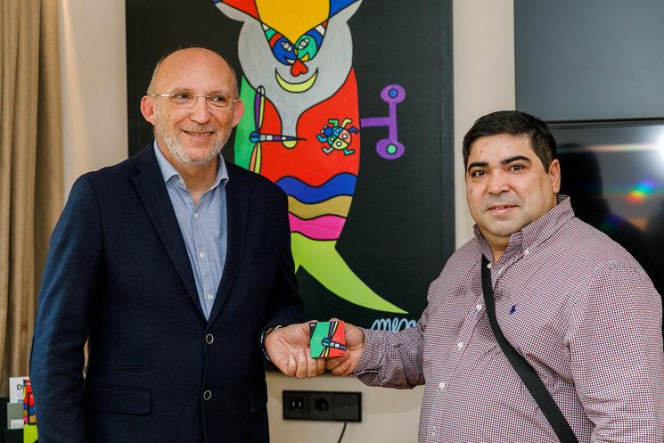 """José Luis Mesas, ilustrador de """"El viaje de Uli"""", con el CEO de Robot: Bernat Bonnín"""
