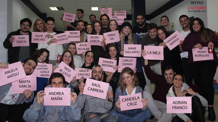 Foto del equipo artístico y técnico en la fiesta de fin de rodaje.