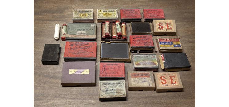 Cajas de placas compradas en el Rastro de Madrid