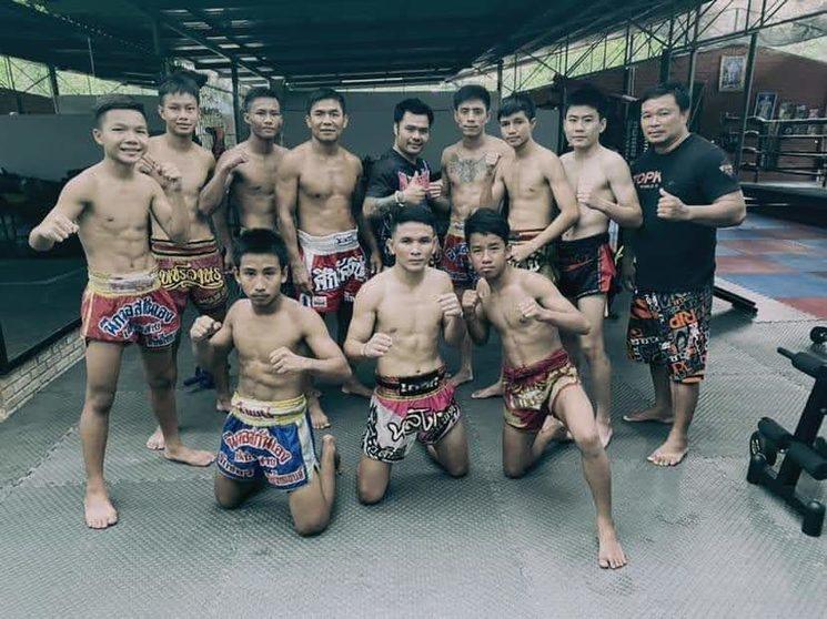 El equipo de Thailand Pinsinchai en su nueva casa