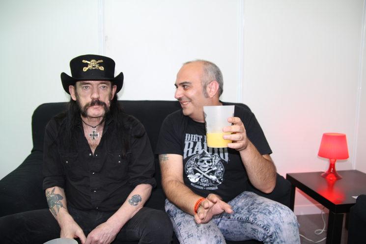 Junto a Lemmy (D.E.P.) dándole duro al destornillador