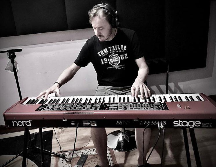 Paul San Martin al teclado