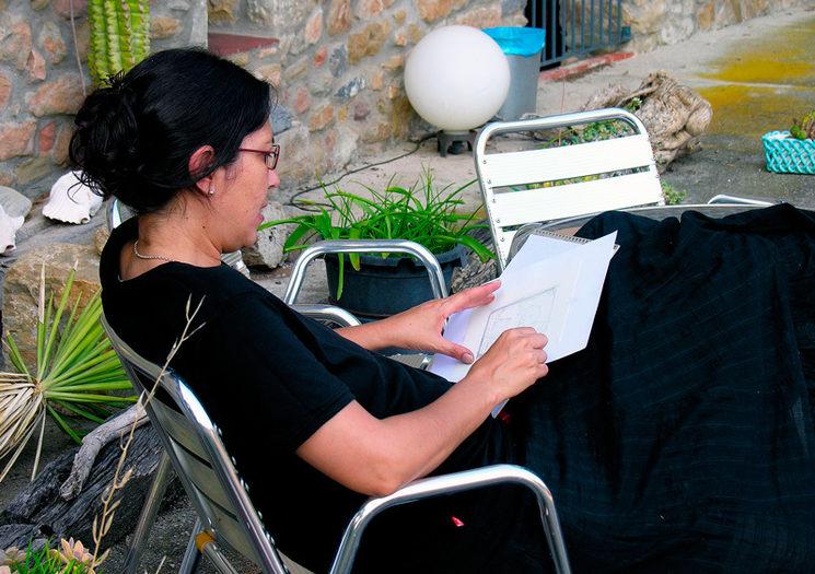 Patricia tomando apuntes en 04953-Sant-Joan-les-Fonts-(Girona)-05-07-2010