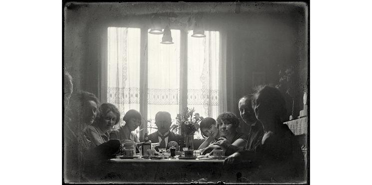 Celebración en el salón de Mondicourt, 1927