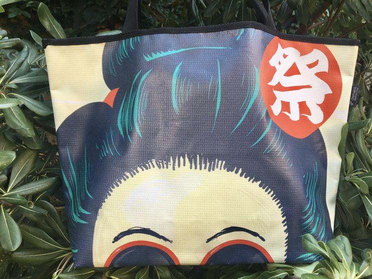 Bolso Geisha comiendo sandía