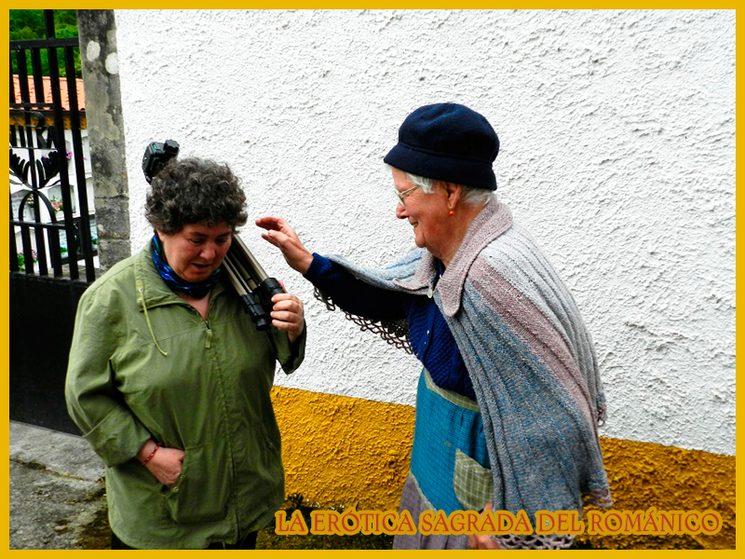 Mayca con doña Adelaida (dereha),  en Valdebárcena (Asturias)