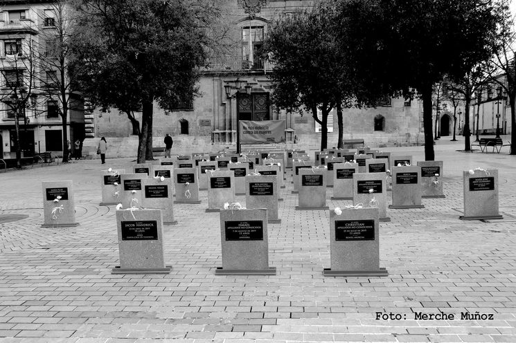 Cementerio efímero en homenaje a las víctimas de violencia de género asesinadas. Plaza Porlier de Oviedo, 25 de noviembre de 2019.