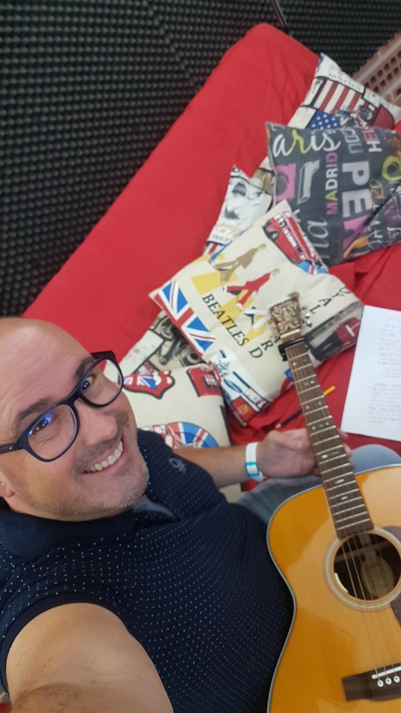 Wilfrid modificant algunes estructures musicals a Pandostudios