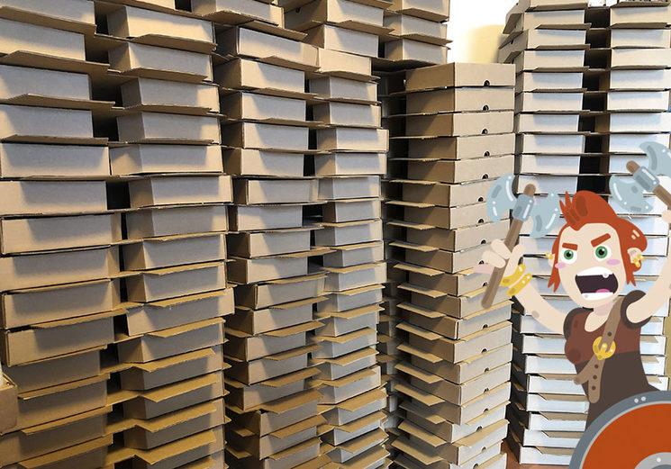 Cajas preparadas para llenarlas de vikingos