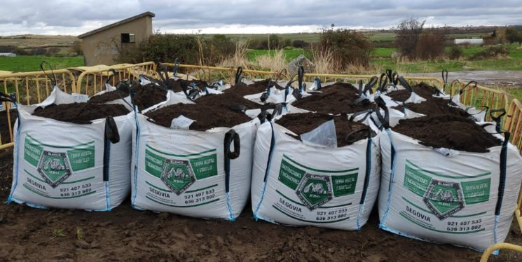 Each BigBag of fertilised soil costs 80 €.