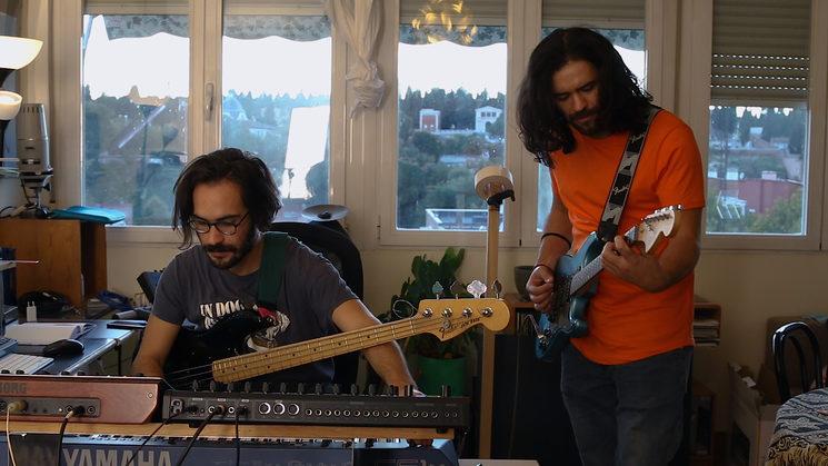 En una de las sesiones de grabación de las guitarras