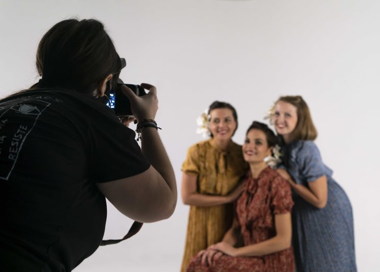 Te caracterizaremos de los años 40 y podrás hacerte fotos con nosotras!