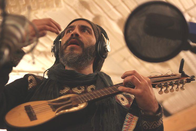 Rodrigo Nuñez: cuatro venezolano, charango, coros