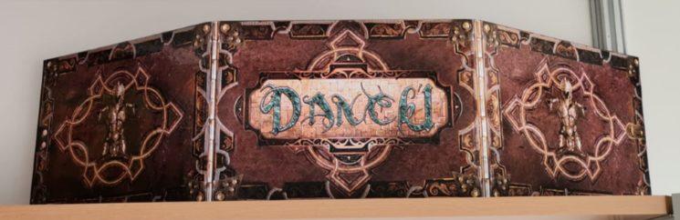 Vista frontal pantalla Dancú Master