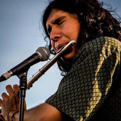 Darío Santamaría: flauta travesera, coros