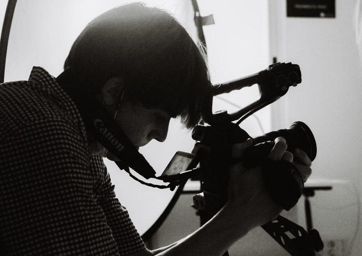 Director de fotografía, fotógrafo, creador de contenido, director y operador de cámara.