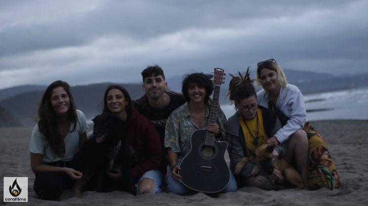 Gente bonita - Videoclip TAMBIÉN, TAN BIEN - Coral Suárez - Coralfilms