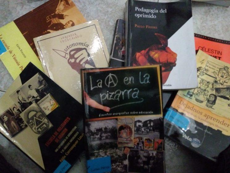 Lot de llibres sobre pedagogia llibertària i alternativa